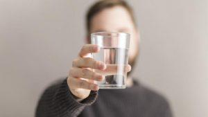 Hentikan Kebiasaan Minum Air Putih Sisa Semalam, Ini Bahayanya Bagi Kesehatan